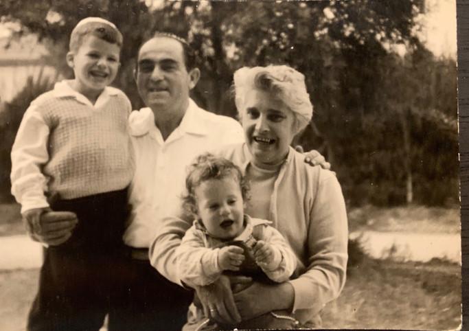 Shlomo Unreich Family Photo - 1960s