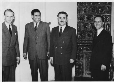 1948 Zalman Rafael Benshalom and Moshe Sharet in Prag.jpg