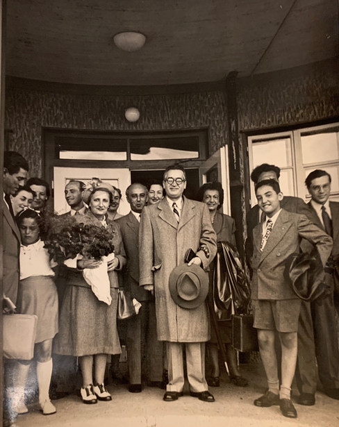 Kubovy Family and Diplomats Arrive in Prague