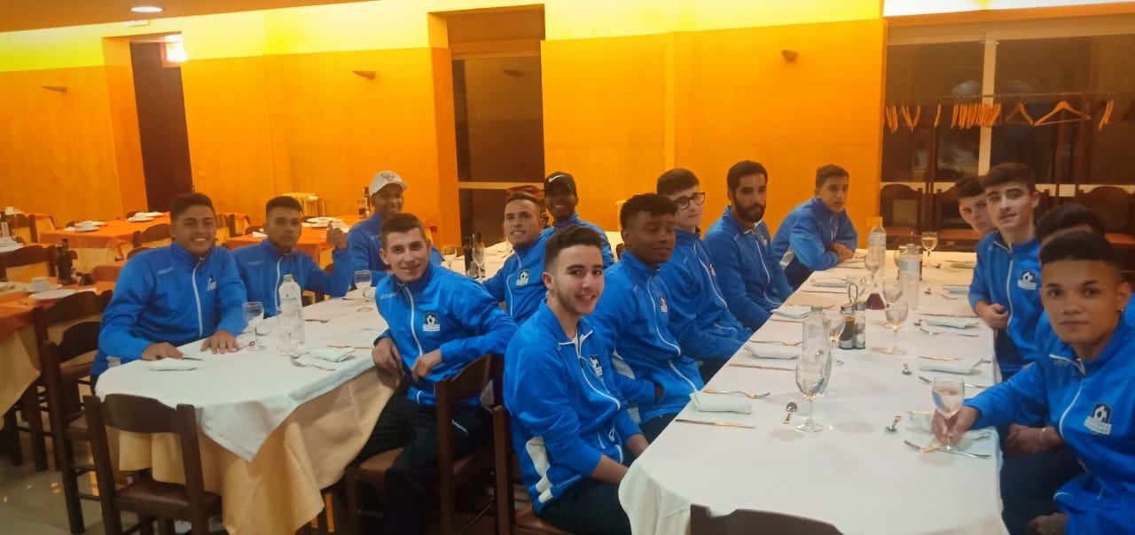 Dejeuner des participants post match.jpg