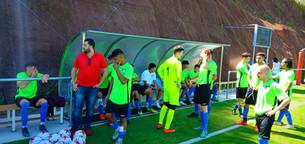 L'agent Mehdi avec les participants lors