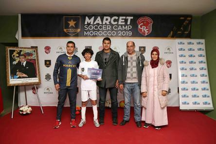 Remise de certificat au participant par Abdenour Zrini ex footballeur national0