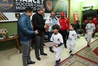 Remise des certificat au participants du camp avec Haj Rahal et Badu Zaki