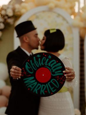 Junebug Feature: Gorgeous And Unique Vintage Wedding