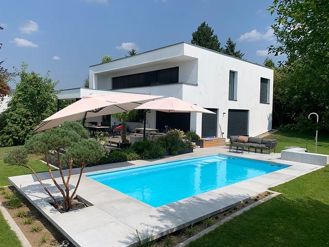 Schwimmbad modern