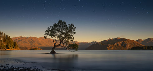 Colourful Lake Wanaka, New Zealand.jpg