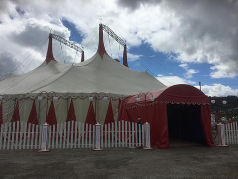 Erstes Konzert im Zirkuszelt!