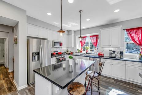 15 Kitchen 3.jpg