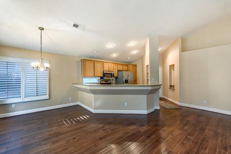 07 Livingroom 2.jpg