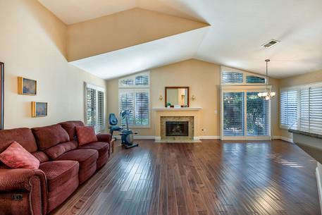 06 Livingroom 1.jpg