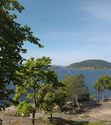 I have translated and proofread in Icelandic and English in various fields. Photo from Drøbak in Norway.