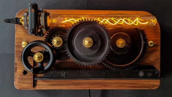 Lampe mécanique Fact-Cosy Long présentation