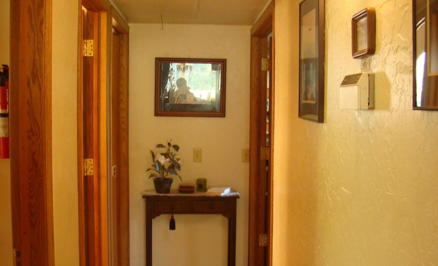 John_s house 034 hallway.JPG
