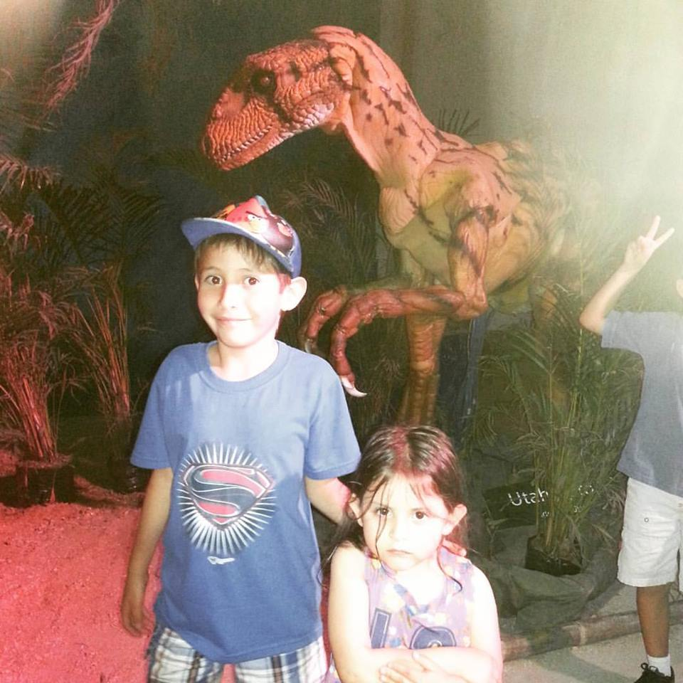 con dinosaurio