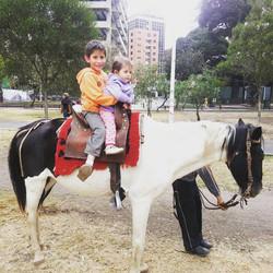 otra con caballo