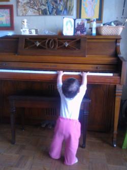 peque en el piano