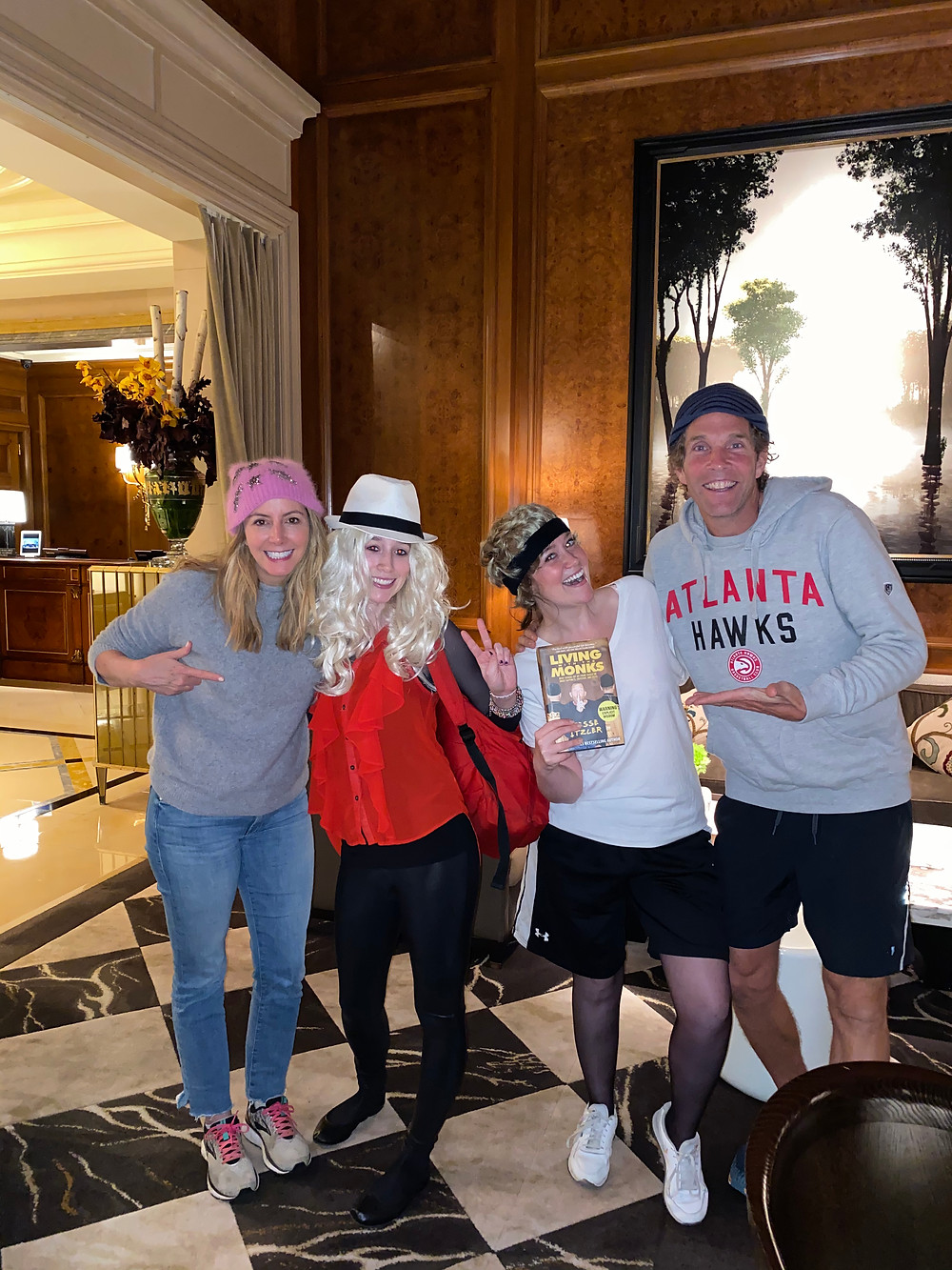 Sister entrepreneurs posing with Sara Blakely and Jesse Itzler