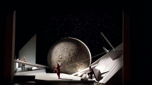 Hirt (centre) in Staatsoper Hamburg's Tristan and Isolde