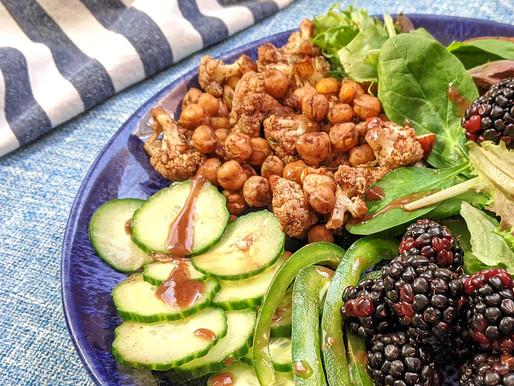 Salade de chou-fleur rôti et pois chiches - vinaigrette mûre et gingembre