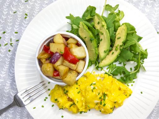 Les petites patates déjeuner aux oignons et poivrons rouges
