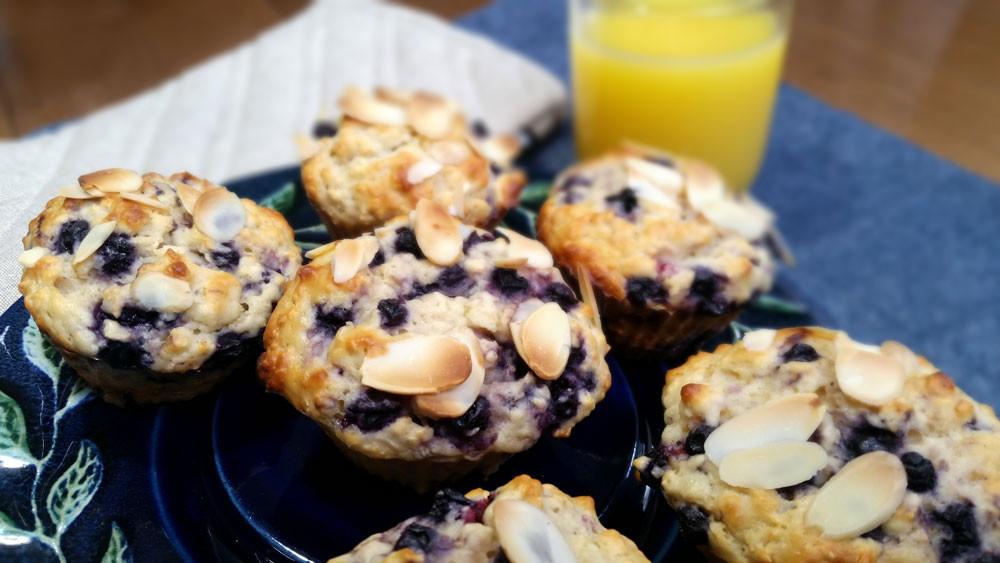 Muffins aux bleuets, yogourt grec, avoine et amandes