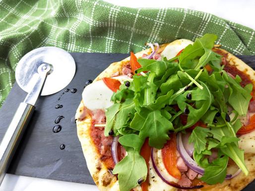 Pizza santé au prosciutto sur pain Naan