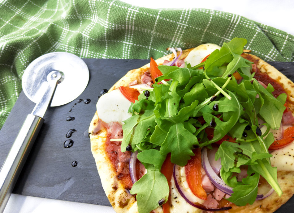 Pizza individuelle sur pain naan