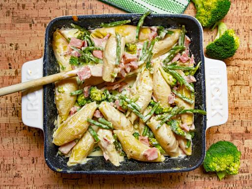 Pâtes crémeuses au jambon et légumes verts