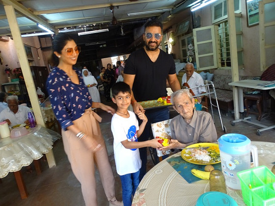 Actress Shilpa Shetty encounters the old folks of the Little Sisters of the Poor in Mumbai!