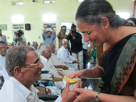 The dignitaries visit the elderly Residents of Guntur!