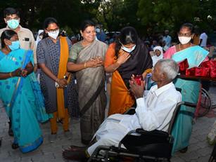 On World Senior Citizens Day (1st Oct 2021) Kanimozhi visited our elderly people in Tuticorin!