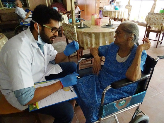 Dr. Naina Swarup conducts Dental Camp for our elderly Residents at                      Mumbai!