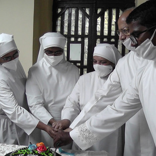 Cutting of cake by foundresses.jpg