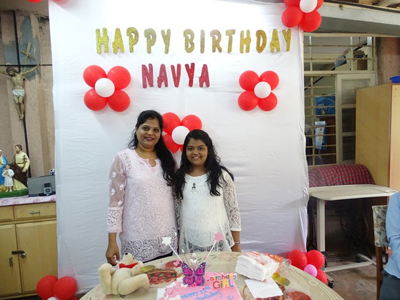 Navya, a 12 year old girl celebrates her birthday with the elderly at Mumbai!