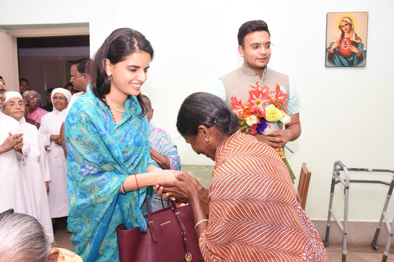Royal Visit to our elderly Residents at Mysore!