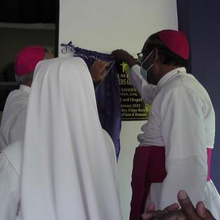 Unveiling the plaque.jpg
