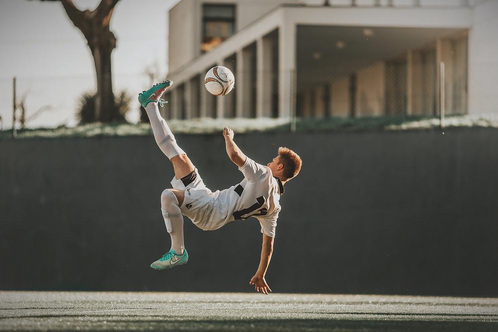 การดูแลข้อเข่าสำหรับคนชอบฟุตบอล