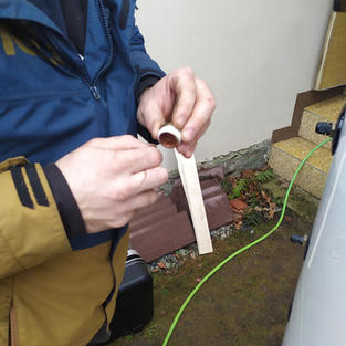 Pakování šroubení k akumulační nádrži