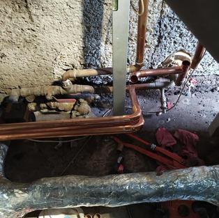 Navázání trubek od tepelného čerpadla na stávající topný okruh
