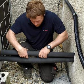 Nasazení kaučukové tepelné izolace na př