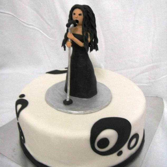 עוגת יום הולדת קריוקי.jpg