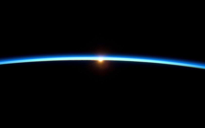 sun-earth-horizon-international-space-st
