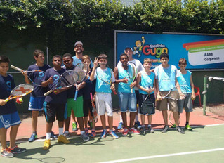 Escola Guga oferece aulas de tênis a alunos da FUCAS
