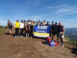 Grupo da AABB percorre a Trilha do Morro da Pedra Branca