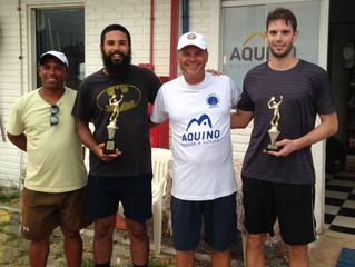 Campeões comemoram o título do Circuito AABB de Tênis