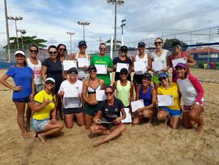 Curso de Beach Tennis Feminino na AABB reúne 21 atletas
