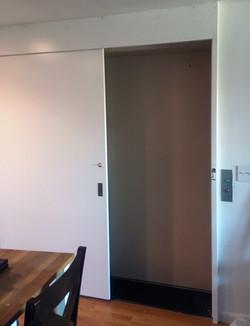 sliding entrance door (open)