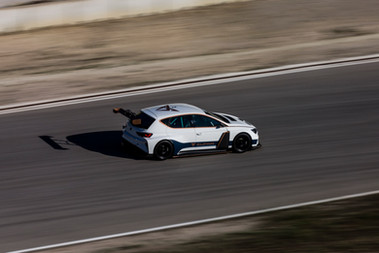 Maiden-dynamic-test-of-the-CUPRA-e-Racer