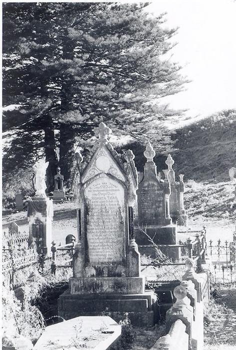 Rangiatea churchyard