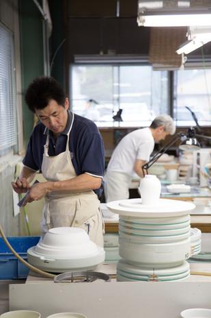 【山和陶業株式会社】作る人も食べる人も幸せになる食器作りを。